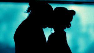 Джан и Санем целуются