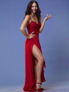 Демет Оздемир в красном вечернем платье